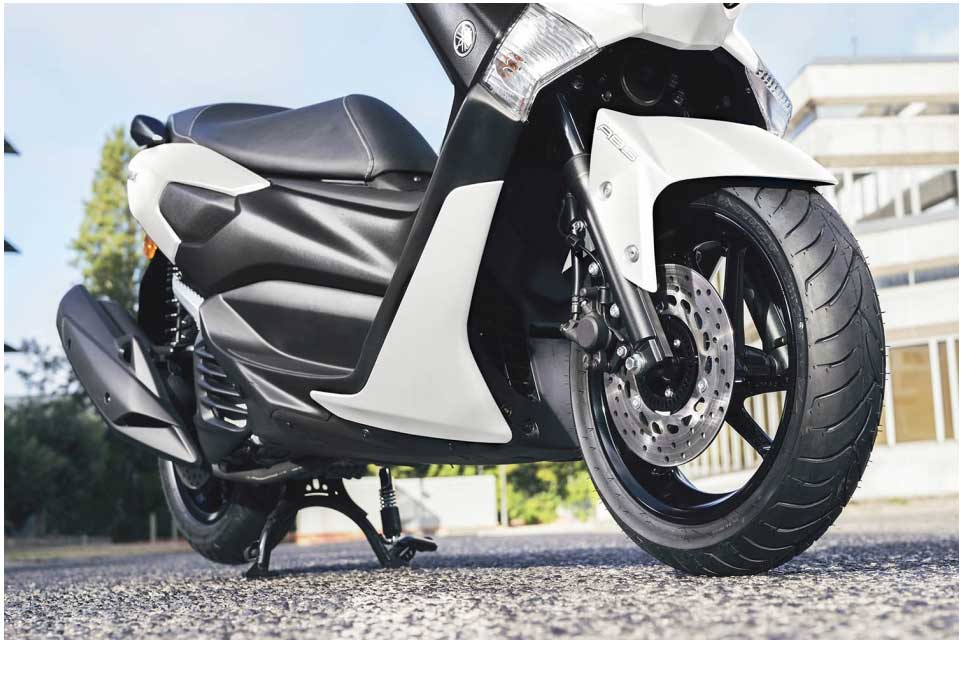 For strong and effective stopping performance the NMAX 155 is equipped with a 230mm front disc and a 230mm rear disc that give plenty of feel for smooth braking. This sporty high specification scooter also comes with ABS as standard, to give you even more controllable braking power and increased confidence in varying conditions.