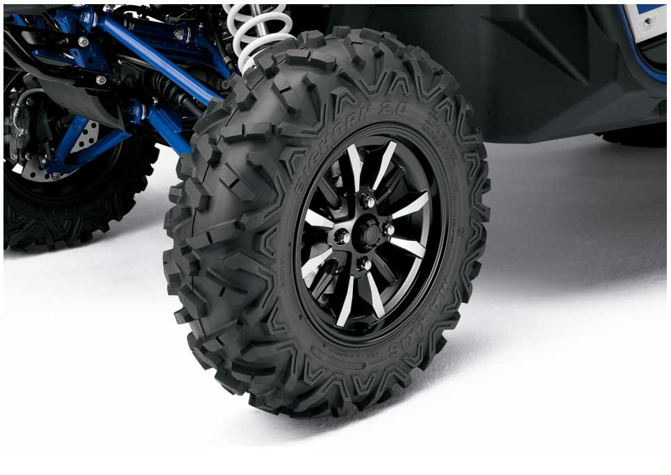 To underline the YXZ1000R's exclusive supersport specification, the standard model features aggressively styled 12-spoke alloy wheels with an optimised offset that gives steering agility together with high-speed stability. These lightweight wheels are fitted with Yamaha-exclusive 27-inch Bighorn 2.0 radial tyres that offer extreme performance as well as increased ground clearance.
