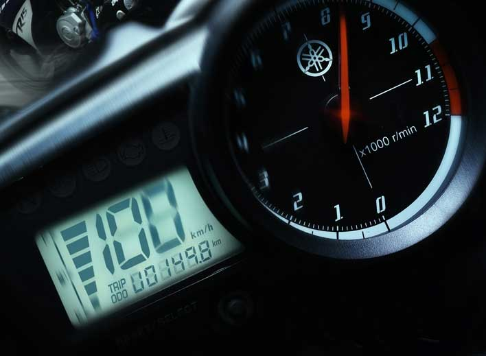 YZF-R15 sports image is carried though to the cockpit where R-style analogue tacho, digital speedo, trip and fuel gauge inform the rider